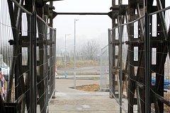 Zpočátku potemnělý provizorní podchod nechali představitelé Znojma po dohodě se stavbaři osvítit.