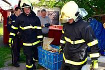 Červnový zásah v rodinném domě v Nedvědici na Brněnsku. Muž nashromáždil tuny nebezpečných látek.
