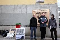 Brněnské sdružení Nesehnutí zahájilo kampaň na podporu malých obchodů v Brně.