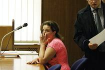 Obžalovaná Martina Kulíšková z Lipůvky na Blanensku u Krasjkého soudu v Brně. Podle obžaloby v létě 2014 zavraždila svého přítele.