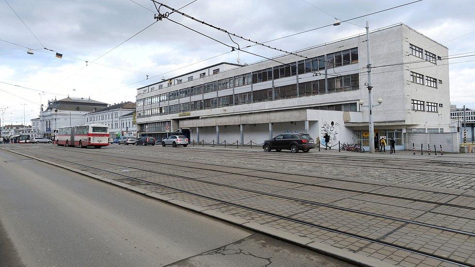 Budova České pošty v ulici Nádražní v Brně.