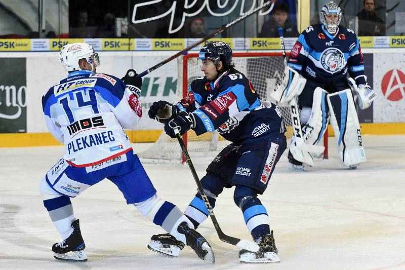 HC Kometa Brno v bílem (Tomáš Plekanec) proti Bílým Tygrům Liberec (Tomáš Hanousek)