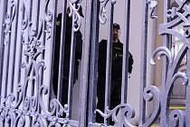 Policisté z Národní centrály proti organizovanému zločinu zasahují ve čtvrtek na radnici Brna-středu.