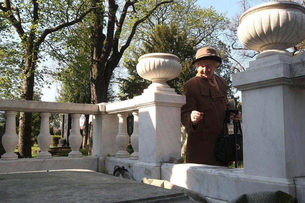 Odhalení zrekonstruované hrobky rodiny Stiassni na židovském hřbitově v Brně Židenicích.