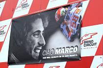 Masarykův okruh patřil v neděli odpoledne vzpomínce na zemřelého motocyklového jezdec Marca Simoncelliho.