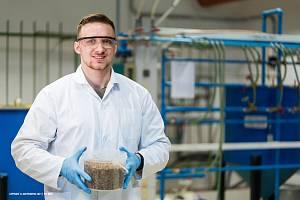 Student brněnské techniky Martin Masár se rozhodl z brouků vyrobit proteinový nápoj.