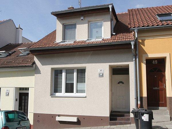 Rodný dům Bohumila Hrabala nedaleko židenického hřbitova vBalbínově ulici 47je poměrně nenápadný.
