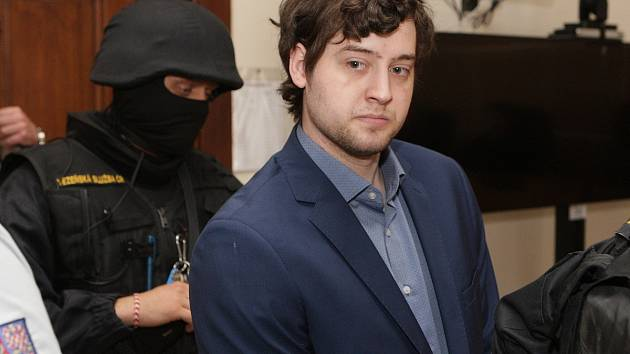Kevin Dahlgren v pondělí stanul u brněnského krajského soudu. Je obžalovaný z vraždy čtyř lidí.