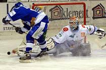 Brněnský útočník Kostourek neproměnil samostatný únik proti Lundellovi, ale nakonec se mohl radovat z vítězství nad bývalými spoluhráči.