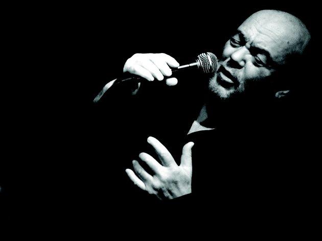 Peter Lipa je zpěvákem, skladatelem a jednou z hlavních postav slovenské jazzové scény.