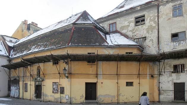 Františkánský klášter v centru Brna ve Františkánské ulici v roce 2017.