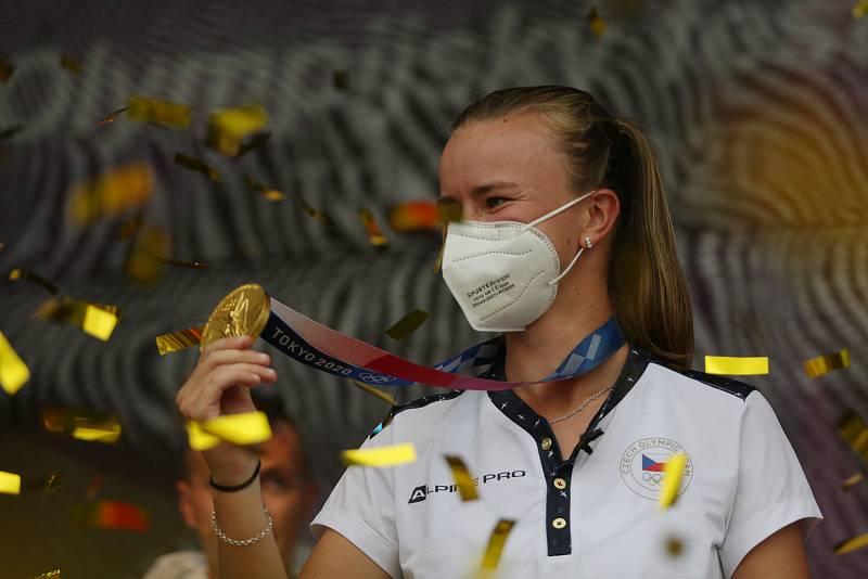 Tenistka Barbora Krejčíková se zlatou medaili.