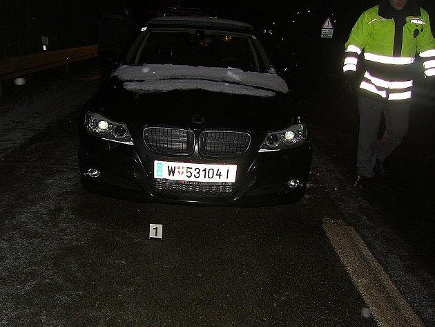 BMW, které zloděj ukradl ve Vídni a směřoval s ním do Brna.