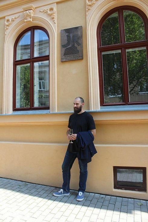 Autor pamětní desky Martin Skalický.