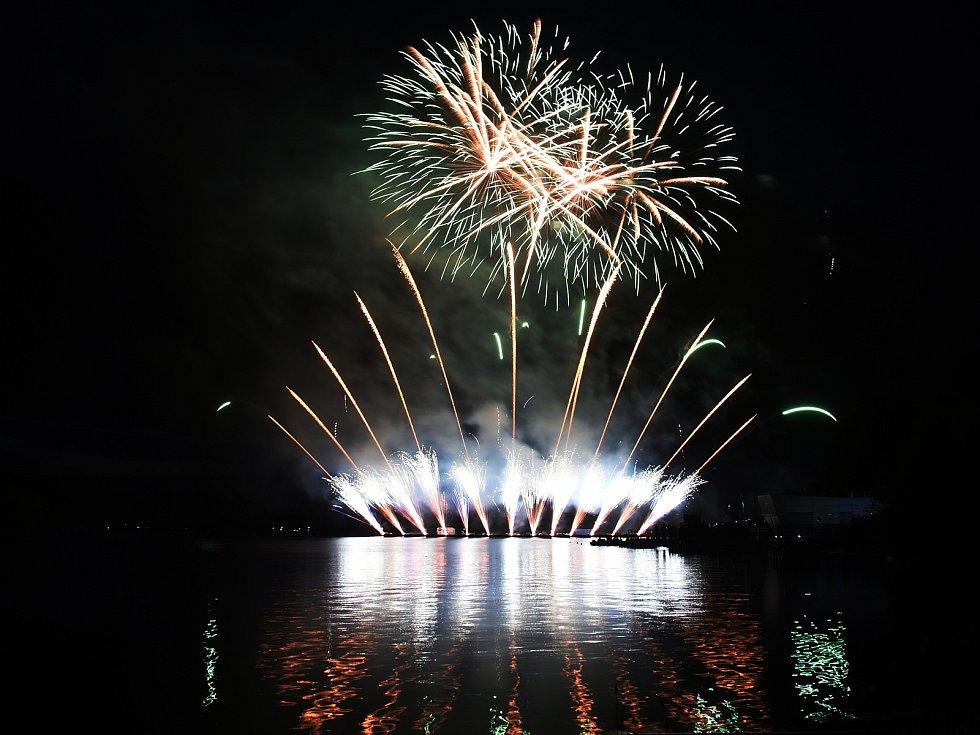 Loňské ohňostroje nad Brněnskou přehradou.