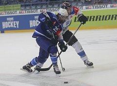 Hokejový talent Karel Plášek bude kvůli reprezentačním povinnostem Kometě v Zugu chybět.
