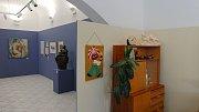 Velké historické události očima žen, proměnu jejich života v posledních sto letech, ženskou módu či neznámé ale významné ženy československé historie. To vše ukáže nová výstava šlapanického muzea Očima ženy.