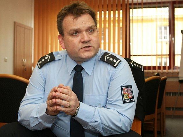 Jako onávratu domů hovoří nový ředitel jihomoravské policie Leoš Tržil osvém nástupu do této funkce. Předtím pět let šéfoval na policejním prezidiu dopravní policii. Teď se chce víc soustředit na další odvětví policejní práce.