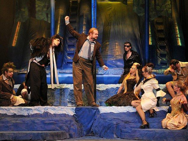 V hlavní roli Primabrachose se alternují Petr Gazdík (na snímku uprostřed) s Martinem Havelkou.