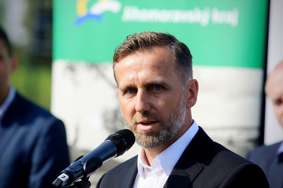V Brněnských Ivanovicích otevřela fotbalová akademie. Byl u toho i bývalý reprezentant Karel Poborský.