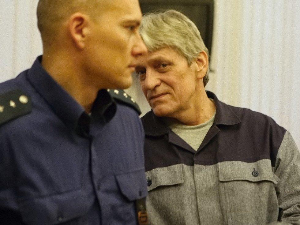 Pětapadesátiletý Radomír Habán a jeho dcera Ivona podle obžaloby zásobili Pireciho pervitinem