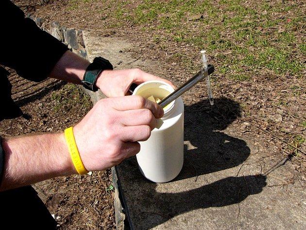 Jedna ze stříkaček nalezených v parku