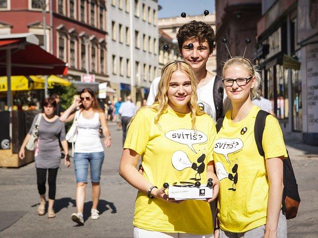 Pomoct sbírkou těžce zrakově postiženým se v pondělí do brněnských ulic vydalo více než čtyři sta dobrovolníků.