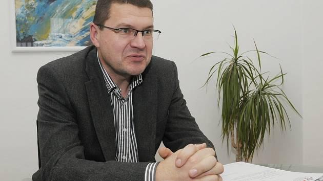 František Jimramovský, ředitel Úrazové nemocnice v Brně, rezignoval na svou funkci. Po necelém měsíci vedení odstoupil z důvodu, že údajně čelil nátlaku odpůrců změn v nemocnici, což prý pocítila i jeho rodina.