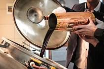 Zelené pivo, čepované o Velikonocích, v pondělí začali vařit starobrněnští sládci.