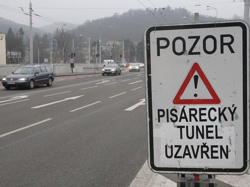 Doprava při uzavřeném Pisáreckém tunelu v Brně.