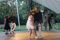 Ve čtvrtek večer se Brňanům otevřel nový taneční altán v brněnském parku Anthropos.