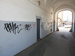 Krátké podpisy neboli tagy se na fasádách domů objevují nejčastěji. A nejen v centru města.