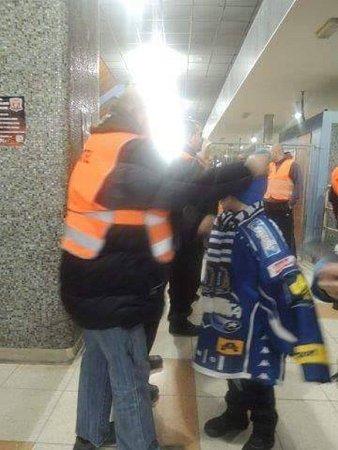 Na stadion vHradci Králové pořadatelé nepustili ty, kteří při zkoušce na alkohol nadýchali víc než 0,2promile.