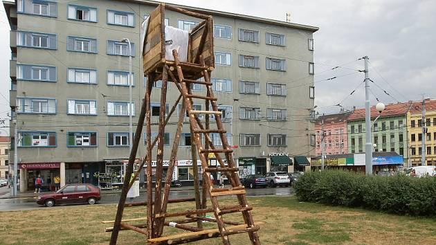 4AM/Galerie architektury chce ozvláštnit brněnské ulice a ukázat nedostatky staveb. Posloužit mají posedy.