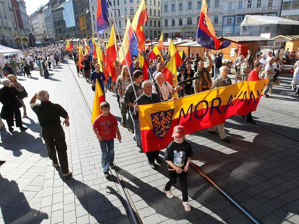 Den za Moravu: Centrem Brna prošel průvod lidí, kteří se hlásí k moravské národnosti.