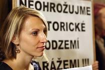 Protest na zastupitelstvu proti výstavbě podzemních garáží pod Zelným trhem v Brně