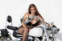 Krásné ženy na Euro Bike Festu v Pasohlávkách v loňském roce.