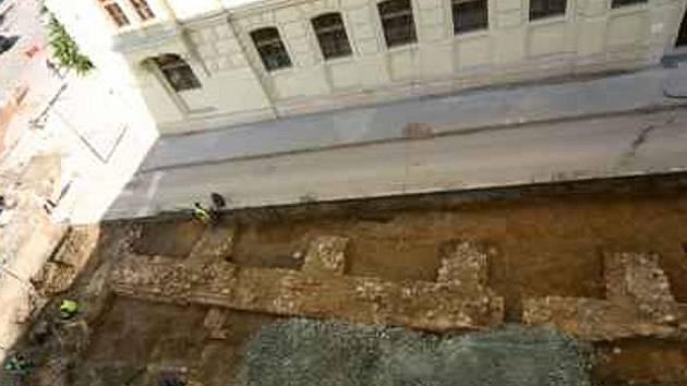 Archeologický výzkum Husovy ulice – barokní opevnění.