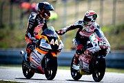 Finálový závod Moto3 Velká cena České republiky, závod mistrovství světa silničních motocyklů v Brně 4. srpna 2019. Na snímku (zprava) Niccolo Antonelli (ITA) a Aron Canet (SPA).