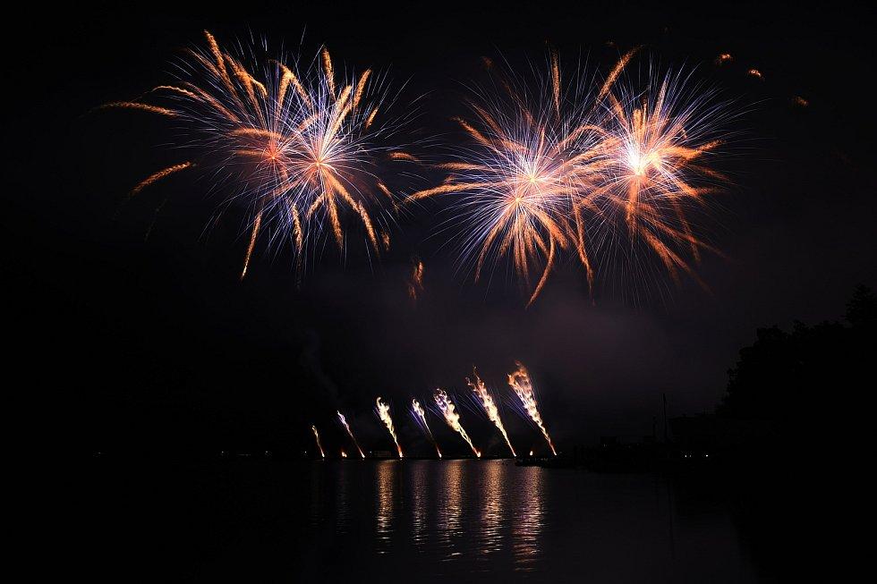 S druhým soutěžním ohňostrojem festivalu Ignis Brunensis se na brněnské přehradě představilo Rumunsko.