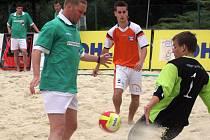 Turnaj v plážovém fotbale na brněnské Riviéře.