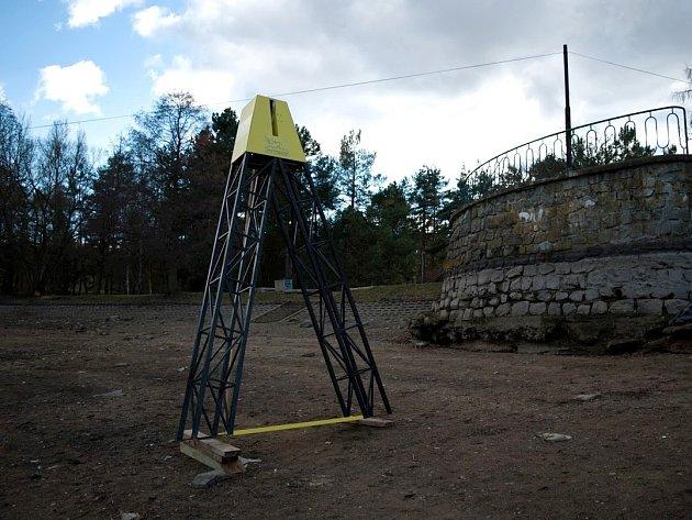 Potvrzeno. Vlek v zátoce Brněnské přehrady má stát na břehu.