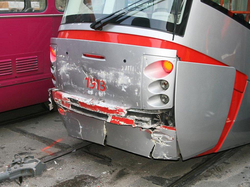 Srážka tramvají ve Vídeňské ulici.