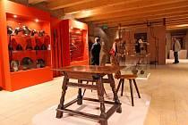 Národní památkový ústav připravil speciálně pro Pernštejn rozsáhlou výstavu. Ukazuje život aristokracie v době, kdy hrad vlastnil Kryštof Pavel z Liechtensteinu-Castelkornu.