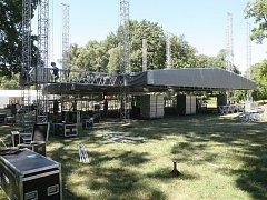 Příprava na koncert Deep Purple ve Slavkově u Brna.