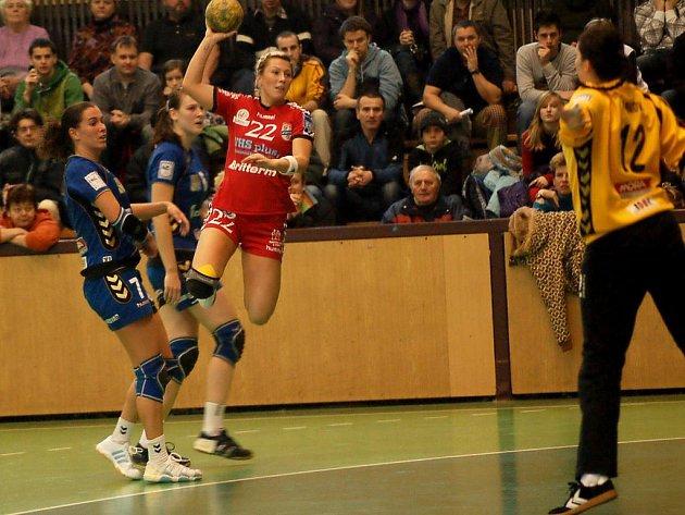 Lucia Súkenníková (v červeném).