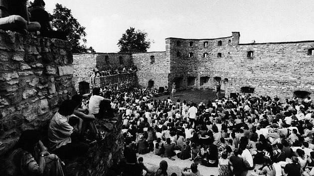Část festivalu hostí také zřícenina boskovického hradu na rozhraní Malé Hané a Drahanské vrchoviny.