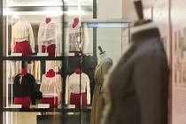 V Moravském zemském muzeu najdou nově návštěvníci výstavu mapující módu na přelomu devatenáctého a dvacátého století. Jmenuje se Jako růže.