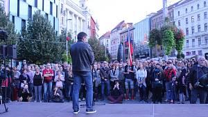 V Den české státnosti se v Brně uskutečnil pochod Kroky pro demokracii.