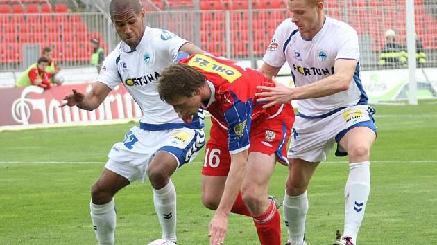 Fotbalista Zbrojovky Borek (uprostřed).